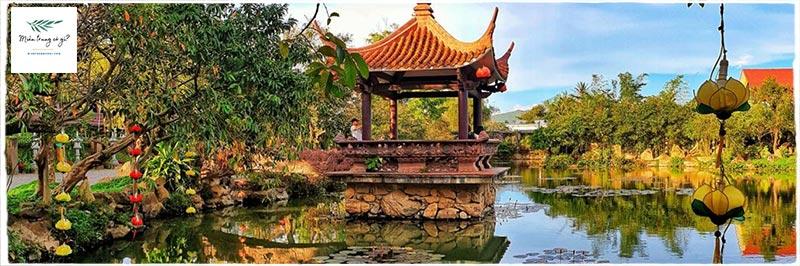 Hồ sen chùa