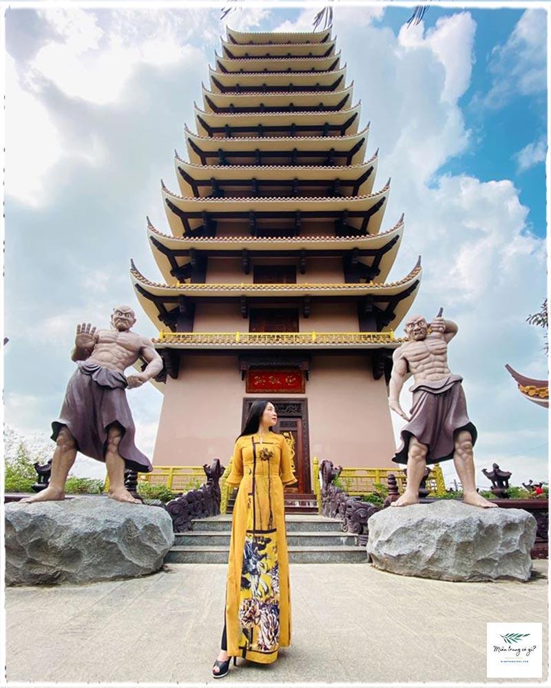 những ngôi chùa nổi tiếng