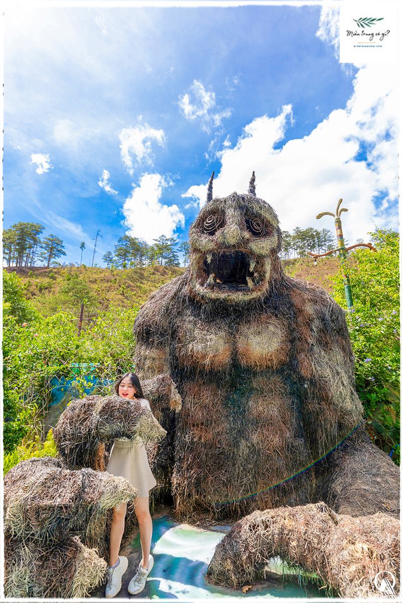 tượng khu du lịch quỷ núi